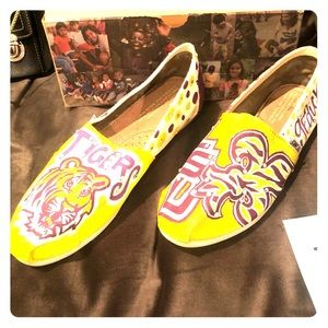 LSU TOMS CUSTOM HAND PAINTED BLINGED OUT